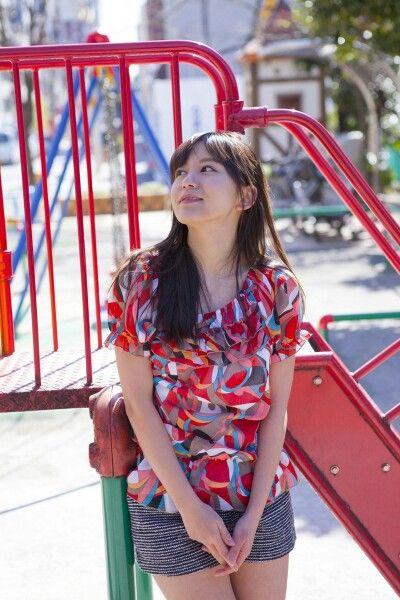 公園にたたずむ大場美奈