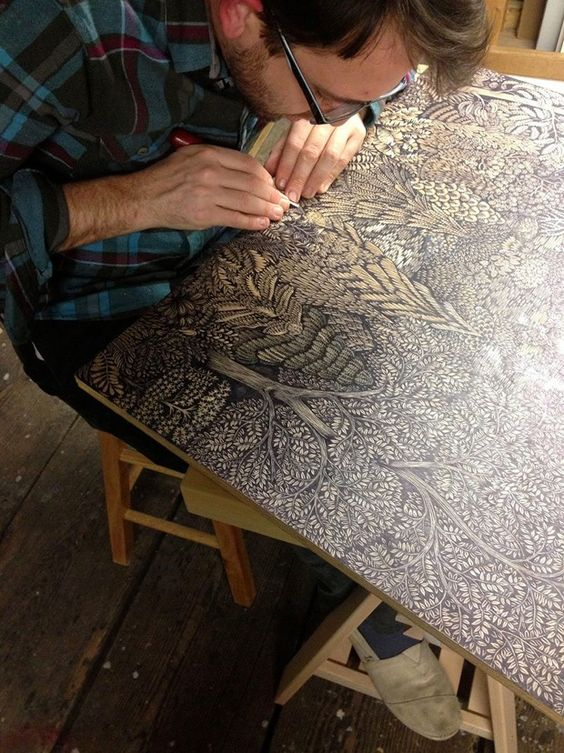 Le duo Paul Roden et Valerie Lueth, de Tugboat Printshop, frappe une fois encore avec cette nouvelle impressionnante gravure sur bois. Nous vous les avions