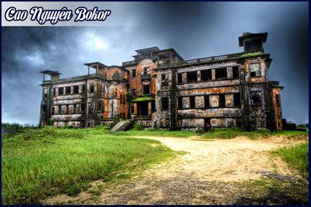 Những tòa nhà đổ nát trên cao nguyên Bokor
