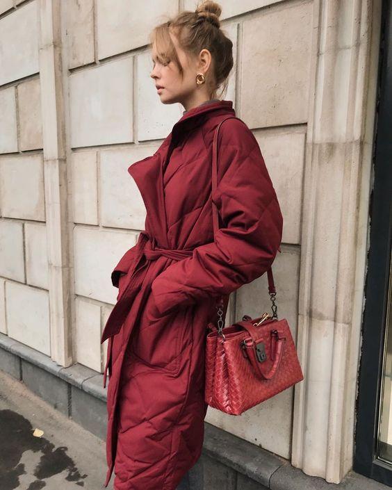 Стеганое пальто представляет собой очень стильный и практичный предмет гардероба, который особенно актуален в этом сезоне ♥️ Во всех наших…