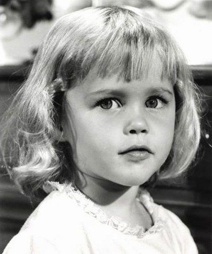 What a great show! Little actress Erin or Diane Murphy - Tabitha Stevens - from the tv show Bewitched