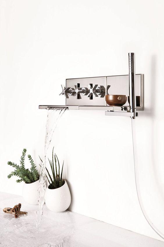 Wannenset mit Wasserfall mit Brausekopf zur Wandmontage Kollektion Waterblade by RUBINETTERIE RITMONIO | Design Peter Jamieson