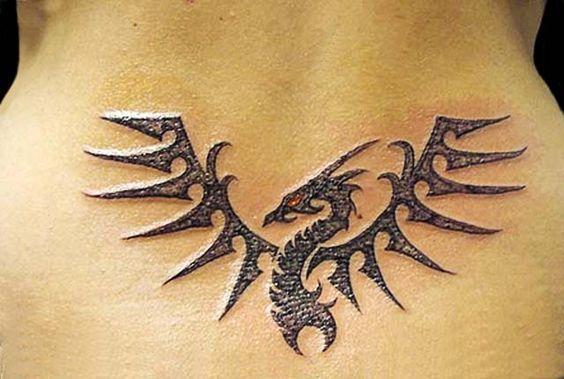 tatouage dragon bas du dos swag tattoos pinterest bas du dos tatouages tribaux et designs. Black Bedroom Furniture Sets. Home Design Ideas