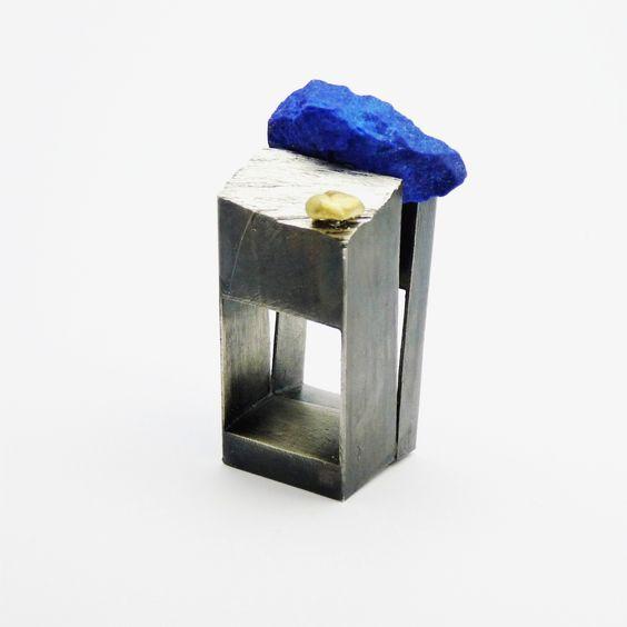 Lluis Comin - Ring, Reconstruccions 9.Silver, gold, lapis lazuli:
