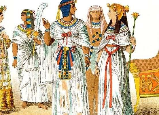 Одежды Древнего Египта Распространенным цветом древнеегипетской одежды был белый. Наитончайшие полупрозрачные льняные ткани были всегда белые. Широко использовались неотбеленные ткани серовато-желтого и кремовых оттенков. Издавна развитое в Древнем Египте крашение тканей обеспечивало довольно широкую гамму и других цветов. Эти цвета редко использовали для однотонного окраса одежды, чаще их соединяли в разнообразных узорах.: