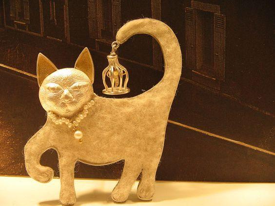 JENNIFER MARTIN: exhibitions- 'Cat with a firefly lantern' brooch, 925,999,18ct gold, diamonds, pearls, felt, thread