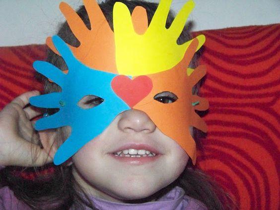MammA GiochiaMo?: Maschera di carnevale con la sagoma delle mani