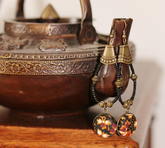 Boucles d'oreilles ethniques noir et batik : Boucles d'oreille par afrik-n-co