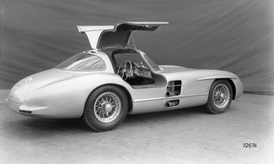 """Mercedes-Benz Classic wird vom 11. bis zum 14. Juli 2013 beim Goodwood Festival of Speed Glanzpunkte mit dem Auftritt legendärer Rennwagen setzen. Einen Vorgeschmack darauf gibt es bereits beim Goodwood Press Day bei dem Rennfahrer Jochen Mass das """"Uhlenhaut-Coupé"""", die geschlossene Version des Rennsportwagens 300 SLR (W 196 S), pilotieren wird."""