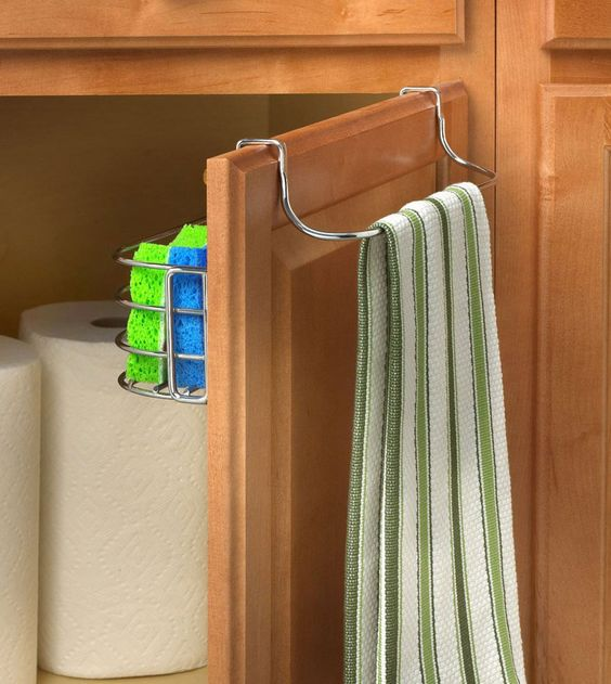 The Over Door Towel Rack with Basket maximizes cabinet space by taking up unused space.