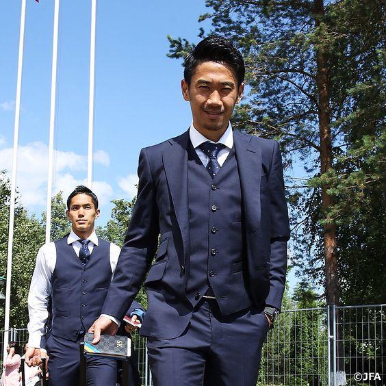 スーツの香川真司さん