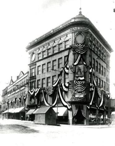 The Ferdinand building in 1911.