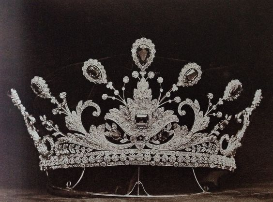 larger view of Emerald and Diamond Tiara. Made by Boucheron for Lady Paget, one of the first 'dollar princesses' 1902