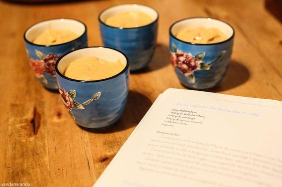 Tacinhas de bolacha e café