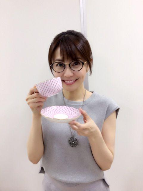 小林麻耶メガネ姿もかわいい画像