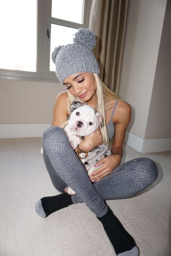 Love her she is my favourite singer she is so beautiful love her with the white puppy.