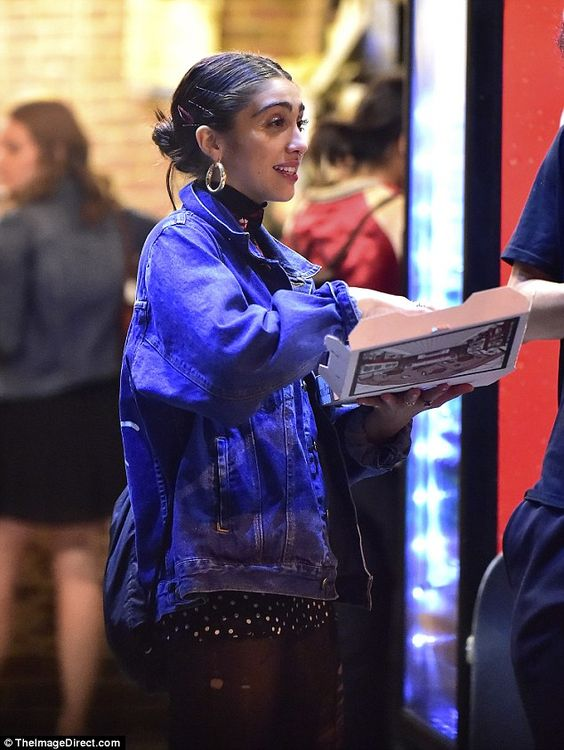 Great date! Lourdes Leon can't stop smiling while grabbing dinner at the pizza parlor with a boyfriend | Daily Mail Online