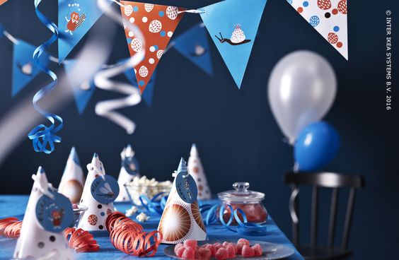 Créez une ambiance de fête : gobelets, assiettes, serviettes et guirlandes, tout y est ! Papeterie MYTISK #IKEABE  A festive mood with stationary MYTISK #IKEABE