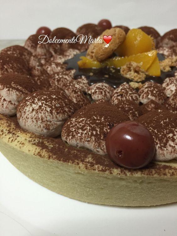 Crostata flan di pesche, amarene e chantilly al cioccolato (ricetta di Luca Montersino)