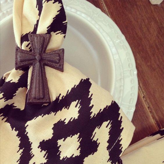 LOVE the contrast of dark napkins and Historia Paperwhite dinnerware... #sweetpineapplehome #skyros #TastesSweeterOnSkyros Thank You #SweetPineapple