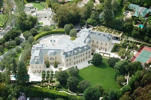 56 000 Square Foot Spelling Manor Sells For 120 Million Setting New California Record Celebrity Houses Expensive Houses Mansions