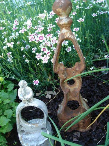 junk garden decor