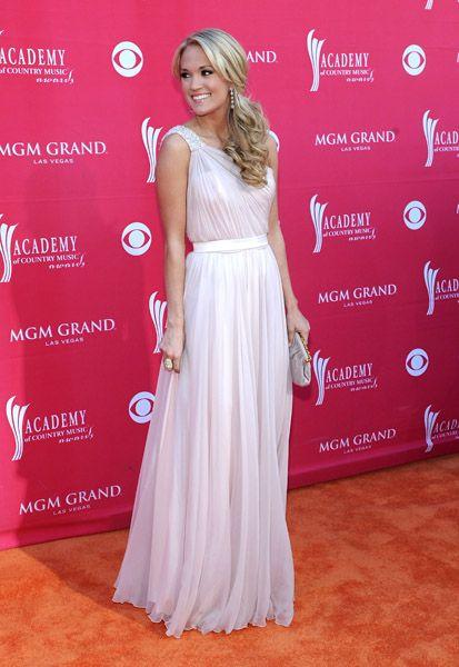 beautiful dresss! and lovee her!