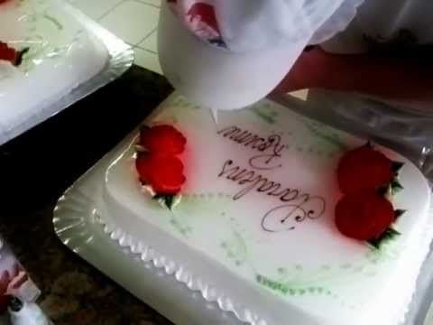 Escrevendo em bolo de chantily
