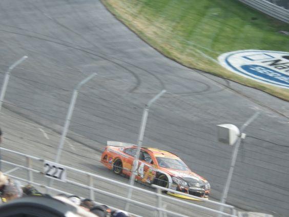 Jeff Gordon leading the race