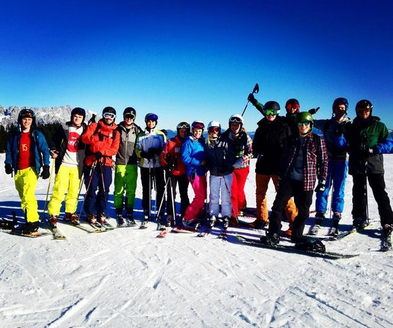 By louisefosso:     friends = #skiwelt #ski #perfectday #landscape #skilovers #tirol #elmau #soll #sun #landscape #contratahotel