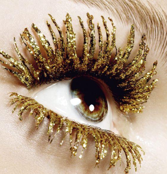gold sparkle eye lashes