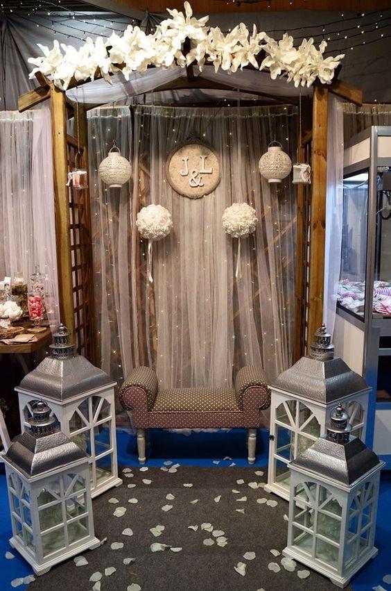 Arco de madera para ceremonia civil o photocall.