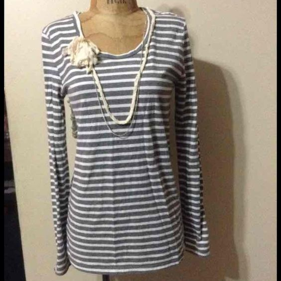Loft top sz medium Has attached necklace and very cute fit by Loft in size medium. I ship daily at 10am. I also bundle for discounts. LOFT Tops Tunics