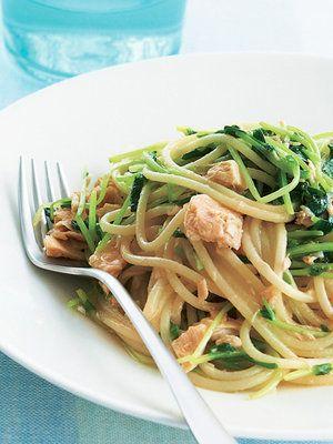 美味しそうな豆苗とツナのパスタ・スパゲッティー