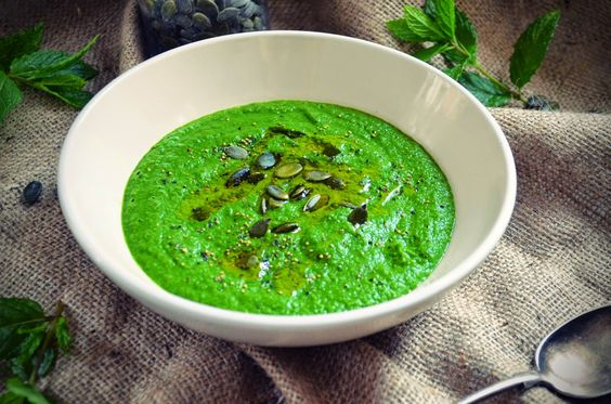 Superfood pea, mint & spinach soup - www.stopsnapshare.co.uk
