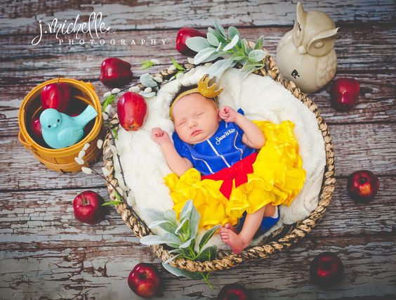 Snow White newborn picture: