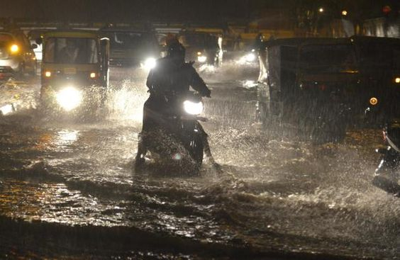 Heavy showers lashed the city on Thursday evening. The same weather pattern may continue for two more days. Get #current #events from #chennaiungalkaiyil.