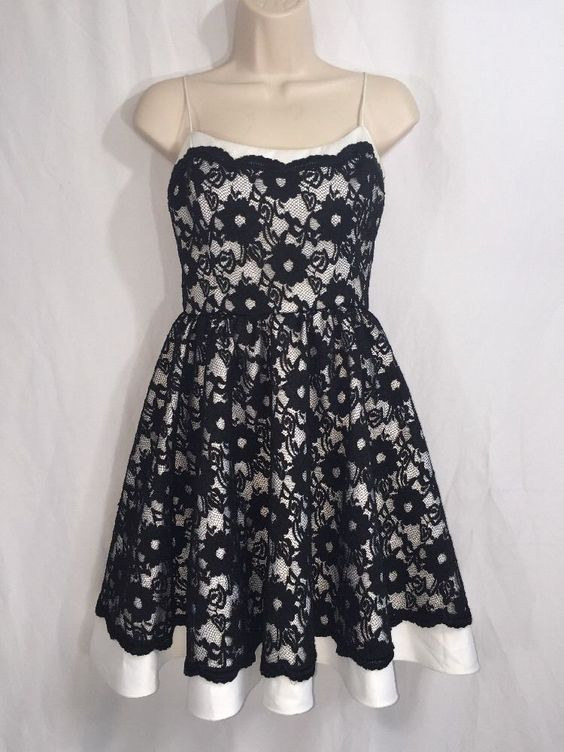 Moda International Lace Dress Black and White Sexy Vintage Party Style - Size 6 #ModaInternational #TeaDress #Formal