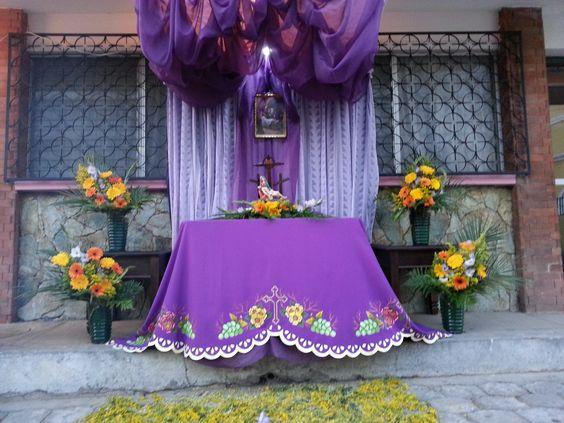 Mantel de altar, pintado en tela.