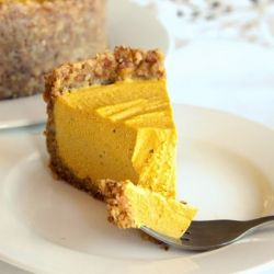 The most outrageously delicious healthy pumpkin cheesecake! The perfect healthy summer dessert. Vegan, gluten/dairy/soy free, no refined sugar