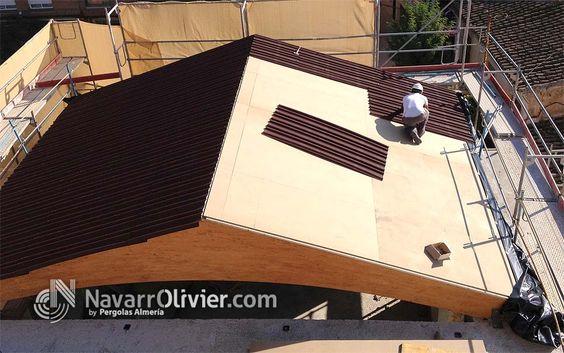 Instalación de panel de aislación termica Onduline preparado para recibir el tejado.  navarrolivier.com