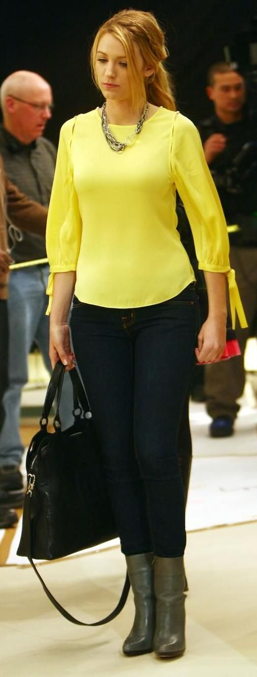 neon yellow top + dark wash jeans + beautiful necklace!: