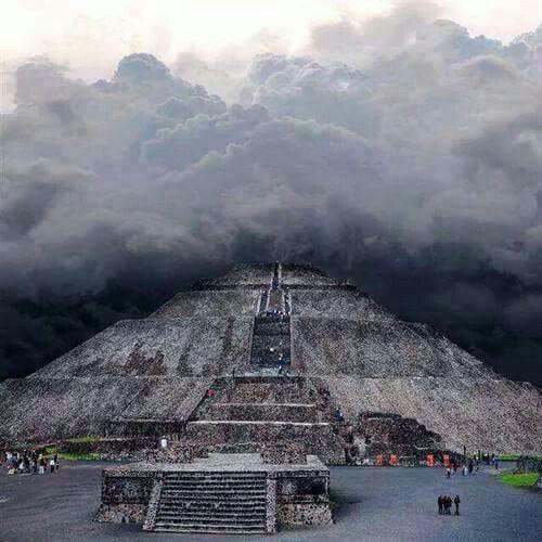 Pirámide del Sol Tehotihuacan México