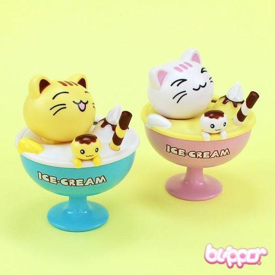 Head Shaking Cat - Ice Cream Sundae