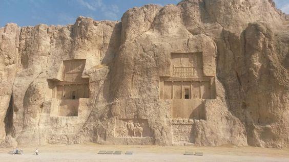 """Iran - Persépolis, capitale du désert Retrouvez ce billet en intégralité sur le blog """"Le voyage inachevé"""""""