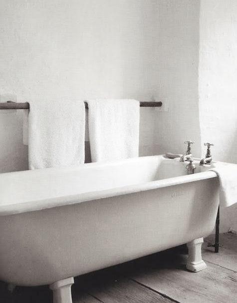 love this bathtub