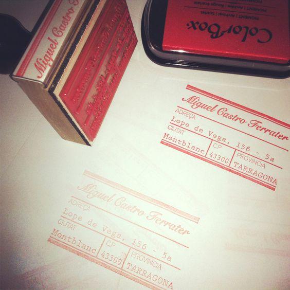 Un sello con tu nombre y dirección, la manera más original de hacer unas bonitas tarjetas de visita!