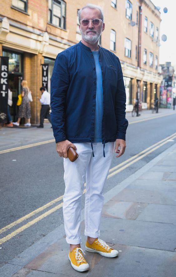 イエロースニーカー×シャツジャケット×白デニム