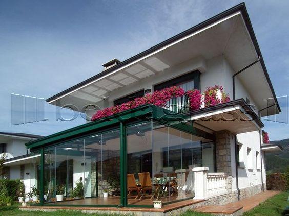 Terraza acristalada con cortinas de cristal sin perfiles verticales y techo movil de cristal