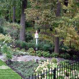 Traditional Landscape by Deborah Cerbone Associates, Inc.: